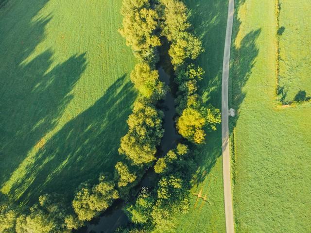 Luftbild Radweg und Fluss